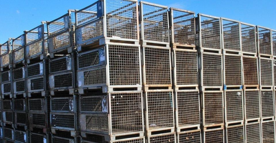 viele gestapelte EUR-Gitterboxen 2